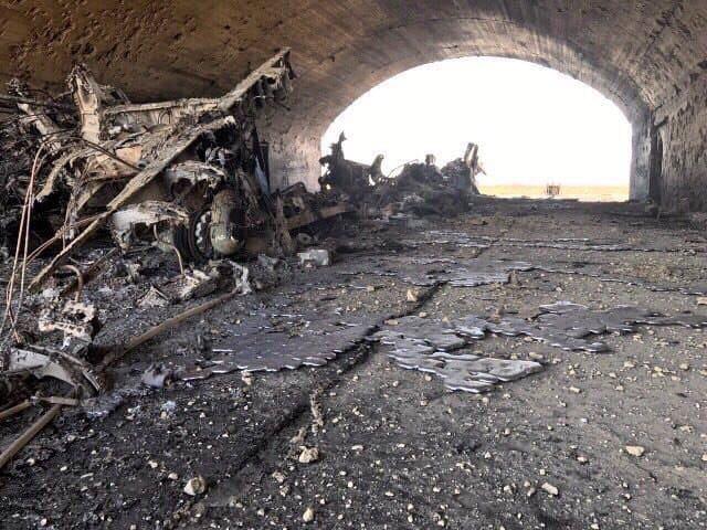 Разрушенията в удареното летище. Снимка: http://colonelcassad.livejournal.com/
