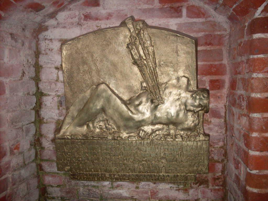 """Паметник за жертвите на масовите убийства в Волня в църквата """"Св. Бригида"""" в полския град Гданск. Снимка: Укипедиа комънс (Wikipedia Commons)."""