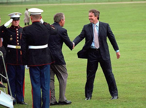 Тони Блеър и Джордж Буш-млдши бяха повече от въодушевени да започнат война заедно. Снимка: Wikimedia Commons