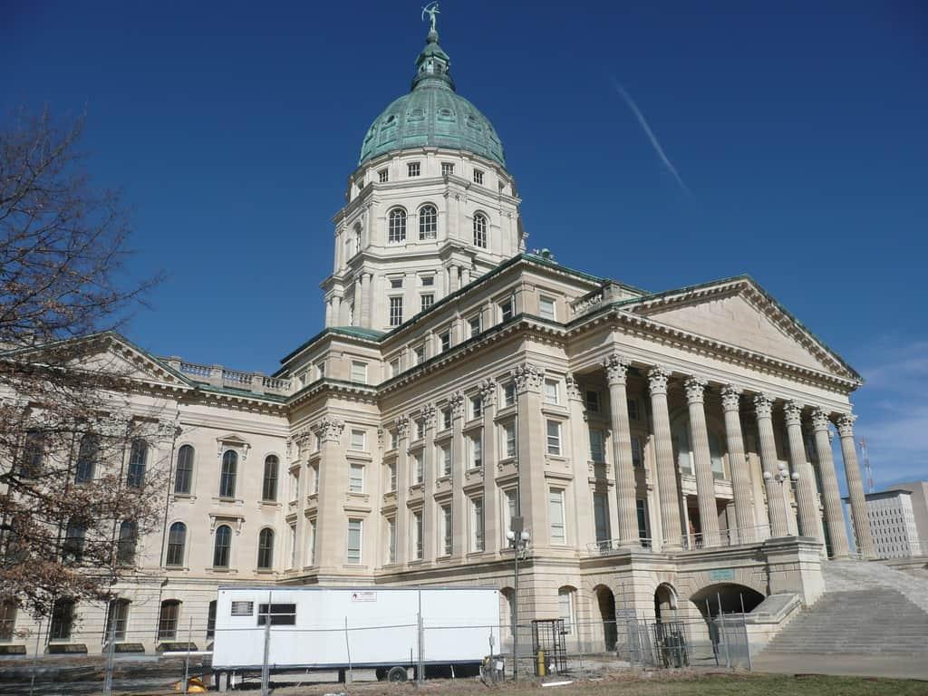 Въпреки финансовите проблеми на Канзас, наскоро сградата на местния Сенат е обновена срещу над 300 мнл. долара. Снимка: Wikimedia Commons
