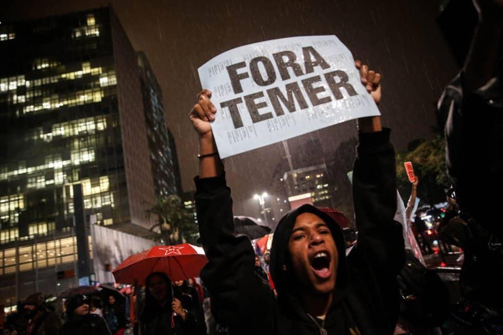 """""""Вън Темер"""" е общият лозунг на демонстрациите, залели бразилските градове. Снимка: EFE"""