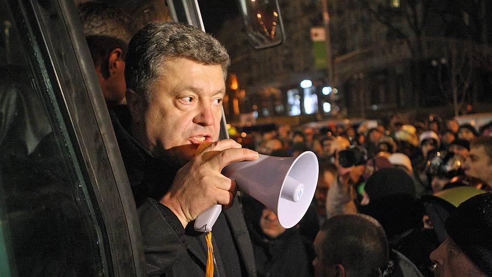Петро Порошенко твърди, че безвизовото пътуване до ЕС изпълнява изцяло целите на Майдана. Снимка: http://sharij.net