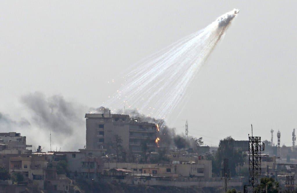 Бомбардировка с бял фосфор на коалиционните сили в Мосул. Снимка: Twitter