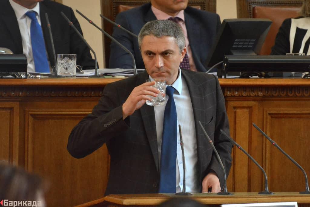 Кадър от 4 май, когато Бойко Борисов положи клетва като министър-председател на България да трети път. Месец по-късно ДПС вече иска промени в Изборния кодекс.