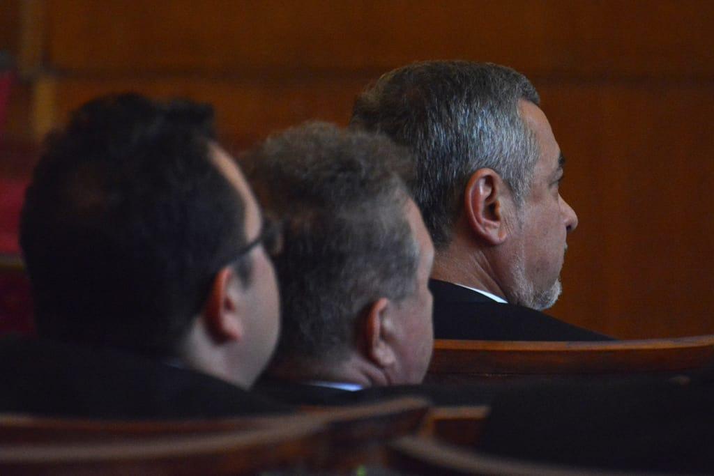 """Валери Симеонов вече не стои на банките в парламента, а на малко по-удобните столове в Министерския съвет. Депутатите му обаче не му дават мира и го засипват с """"неудобни"""" парламентарни въпроси... Снимка: Барикада"""