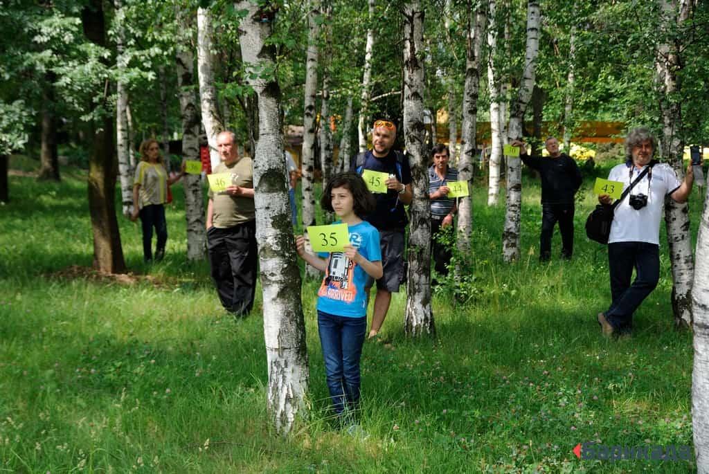 Граждани демонстрираха разминаването между документацията на европроект и действителността - Кюстендил може да загуби над 70 дървета в горичка в центъра и да получи паркинг на мястото ѝ.