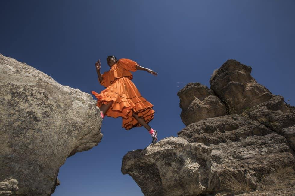 Лорена Рамирес тича из най-високата част на каньоните, които заобикалят селото и Рехогочи. Снимка: Кристиан Палма