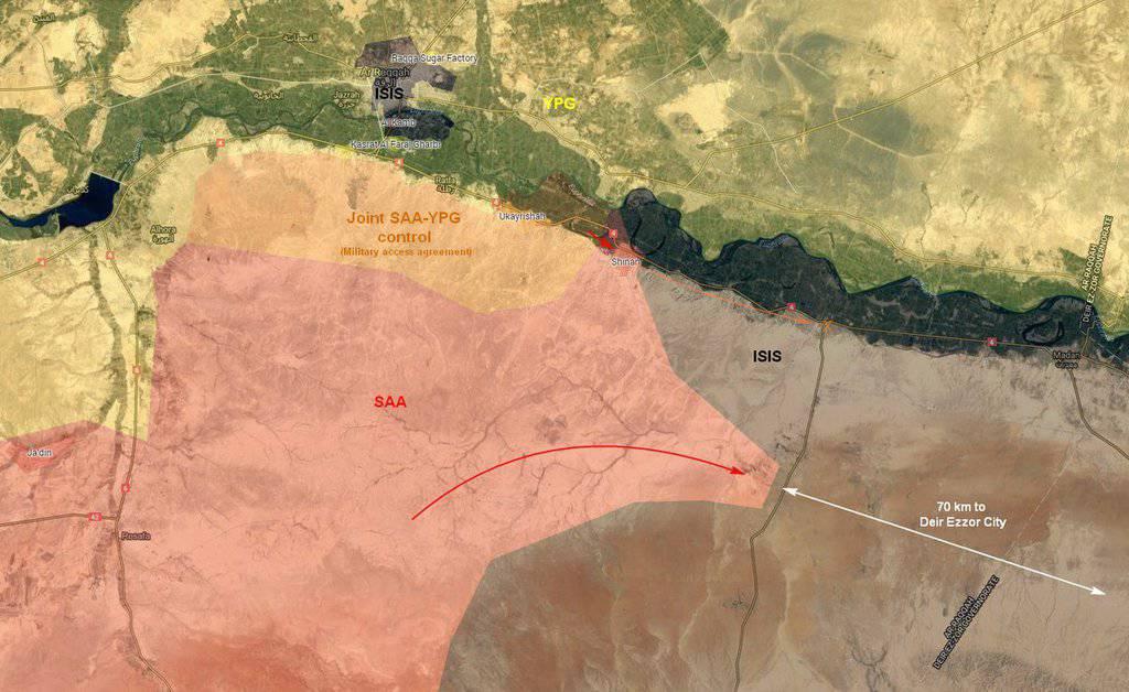 """Фронтовете около град Рака. Черно - ИДИЛ, червено - сирийска армия, жълто - кюрди и """"Сирийски демократични сили"""", оранжево - зона на съвместен контрол между армията и кюрдските отряди."""