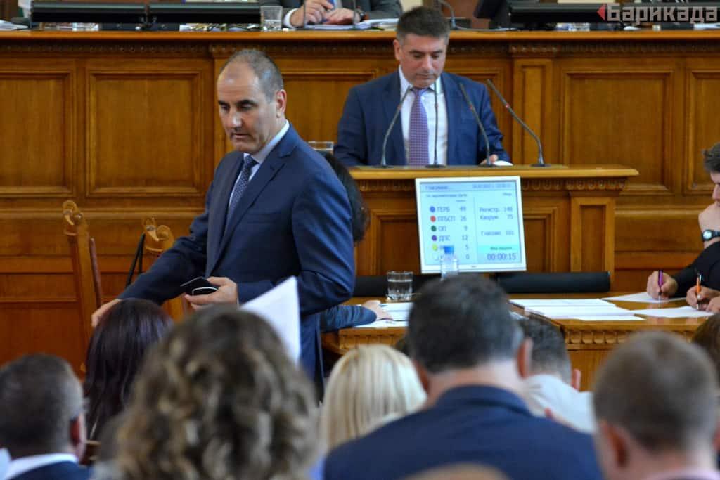 """Цветан Цветанов и Данаил Кирилов обявиха, че след """"задълбочен анализ"""" са променили мнението си."""