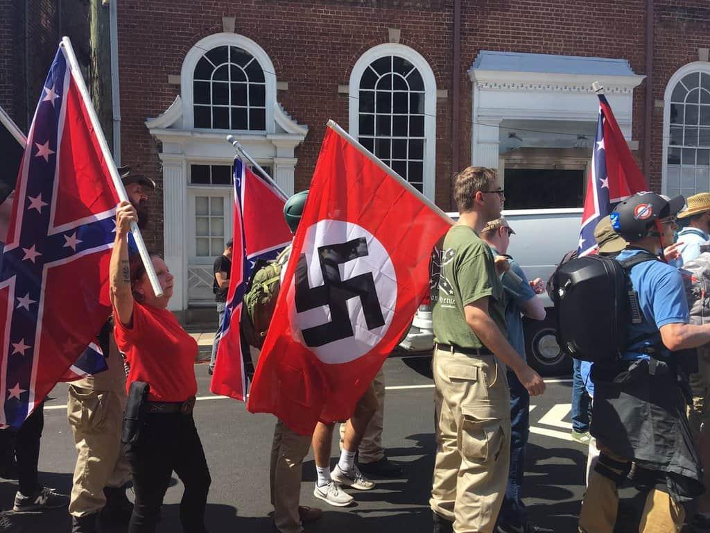 В Шарлотсвил неонацистите не се прикриваха