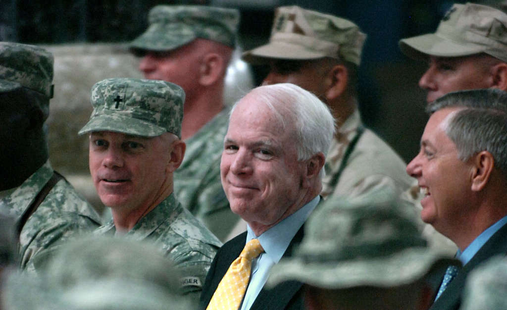 Джон Маккейн в Багдад, 2007 година. Снимка: Wikimedia Commons