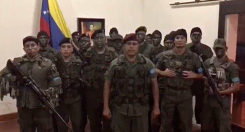 За водач на акцията в Карабобо се смята уволненият от Националната гвардия още през 2014-та Хуан Кагуарипано Скот (в средата). Снимка: YouTube