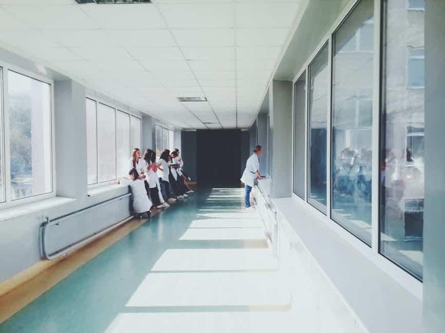 Броят на българите, които плащат редовно вноските си, но не могат да се възползват пълноценно от здравната система, защото не могат да си позволят доплащане, е неизвестен. Снимка: Pexels