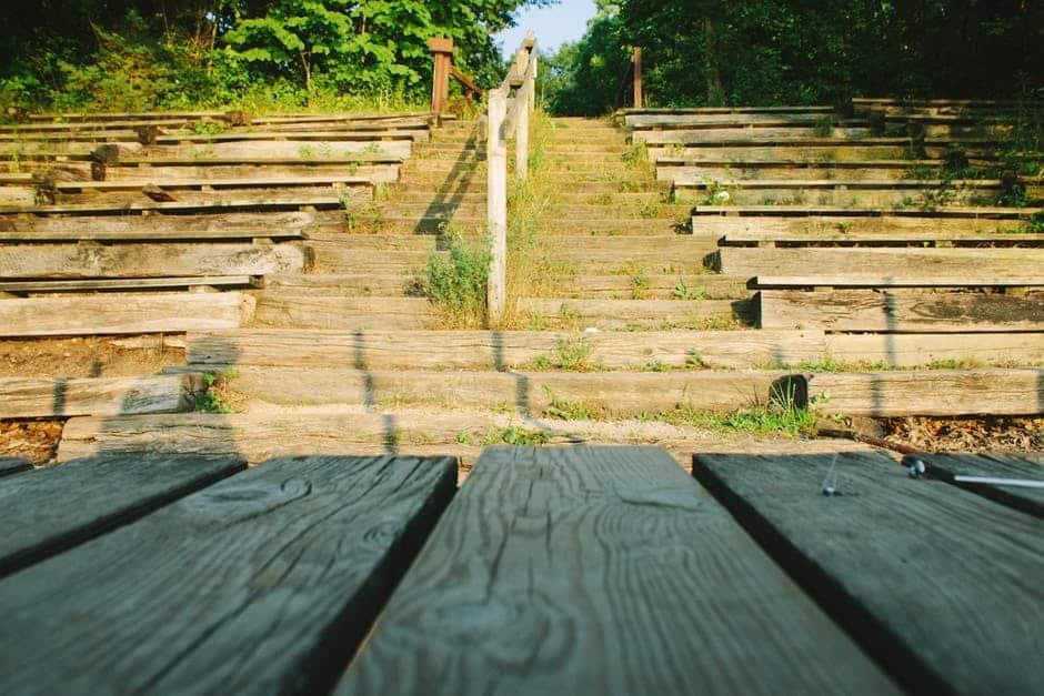 Изоставените летни кина и спортни съоръжения са обичайна гледка из цялата страна. Снимка: Pexels