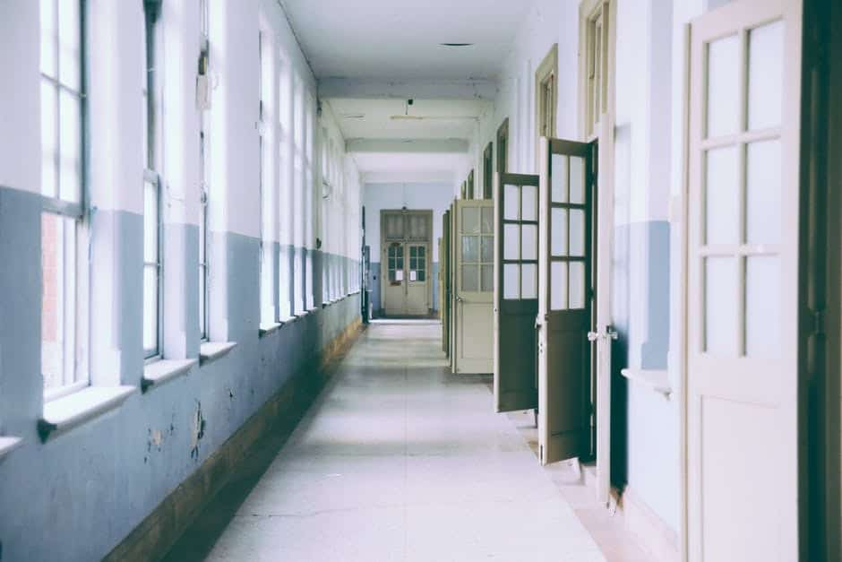 Един фалит на фирма, опразнил няколко училища, подтикна Швеция и Великобритания да се отклонят от пътя, по който ние смело вървим. Снимка: Pexels