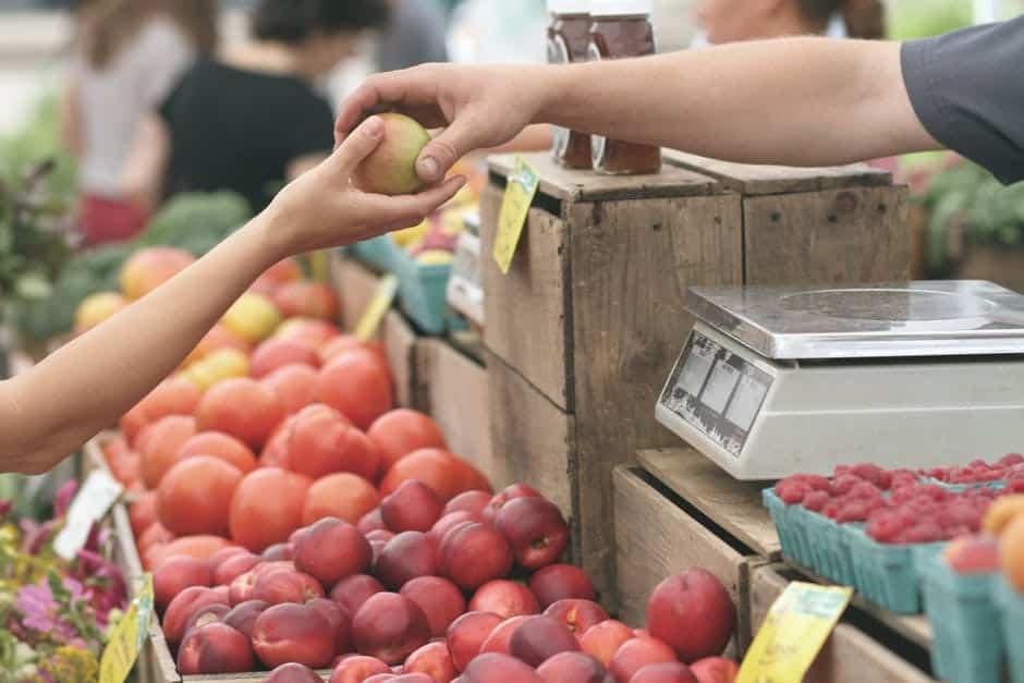 Българите са все по-готови да купуват, но не и големи неща. Снимка: Pexels