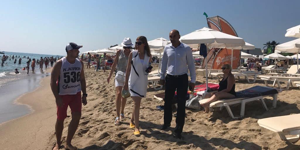 Министърът на туризма Николина Ангелкова се прочу с плажните си проверки този сезон. Снимка: Министерство на туризма