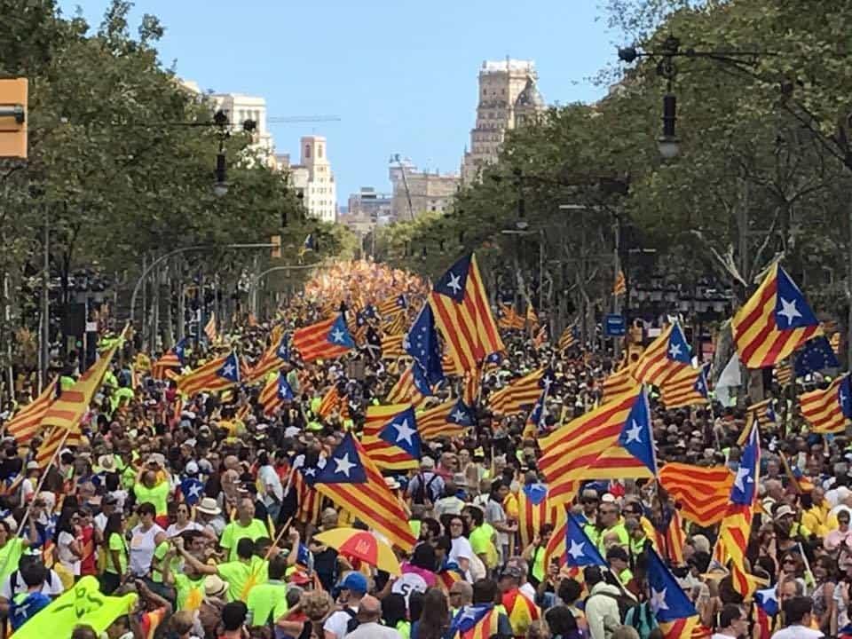 Митингите в подкрепа на независимостта в Барселона събират внушително количество хора. Снимка: https://www.facebook.com/cataloniaisnotspain