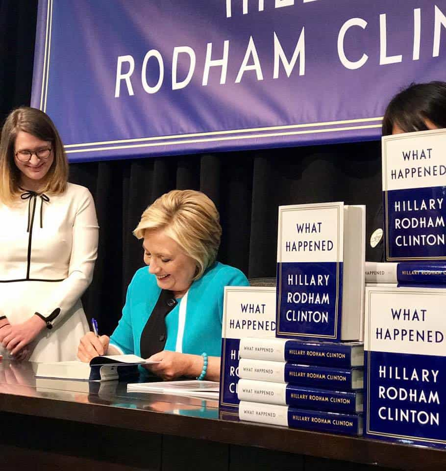 Снимка: https://www.facebook.com/hillaryclinton