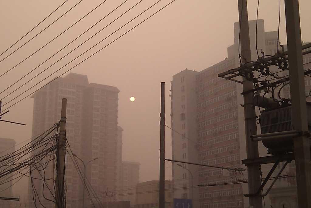 Сутрешен смог в Пекин, 2011 година. Снимка: Wikimedia Commons