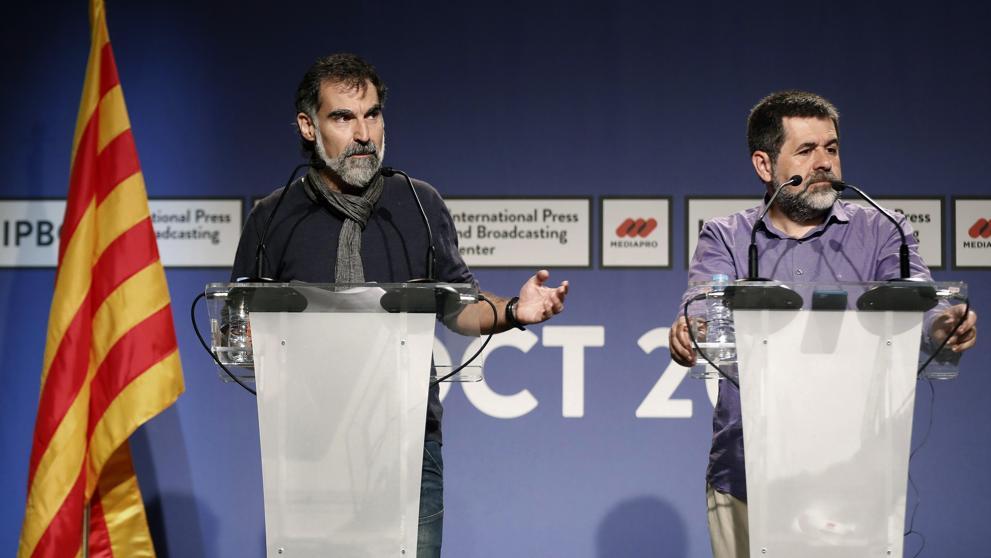 """""""Двамата Жорди"""" - Жорди Куишарт (вляво) и Жорди Санчес на една от пресконференциите си от последните дни. Снимка: EFE"""