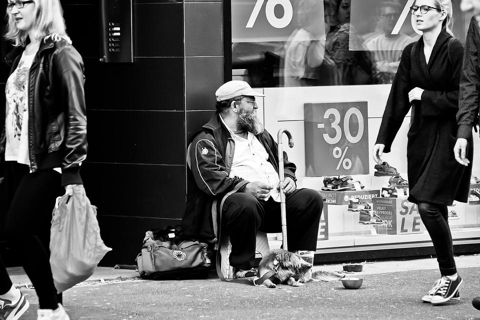 Бедността означава потиснато потребление и съответно пропуснат шанс за икономическо развитие. Снимка: Pixabay
