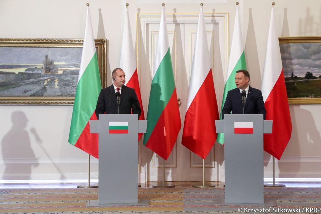 Румен Радев и Анджей Дуда на съвменстна пресконференция по време на посещението на българския президент във Варшава на 5.10.2017 г. Източник: Twitter -- https://goo.gl/3g2gKT
