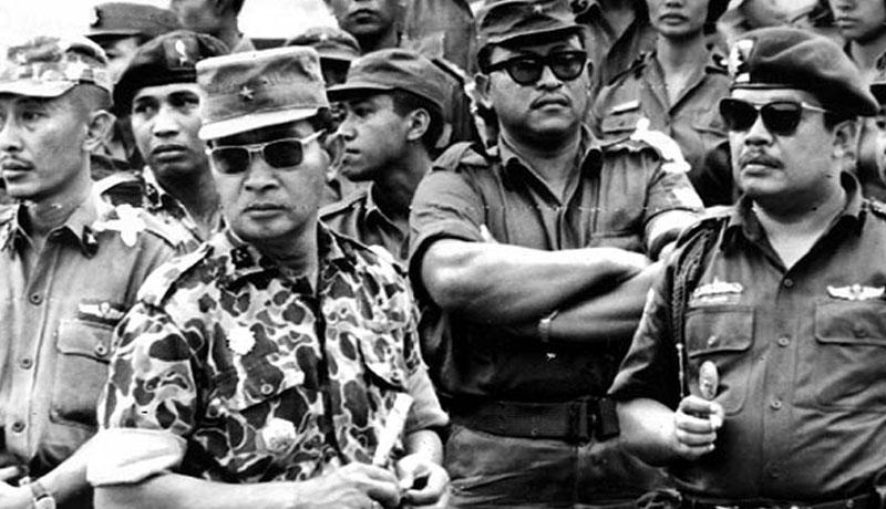 Генерал Сухарно в първите дни на масовите кланета. Снимка: http://nsarchive.gwu.edu/