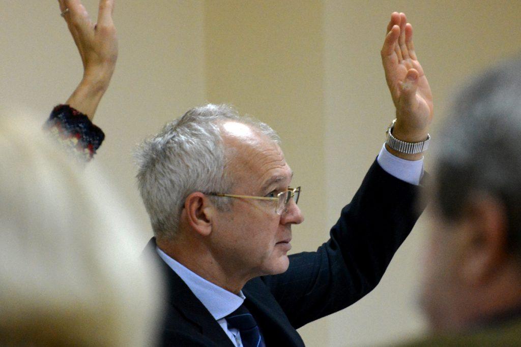 Председателят на АИКБ Васил Велев използва всяка една възможност, за да нападне Ваня Григорова.