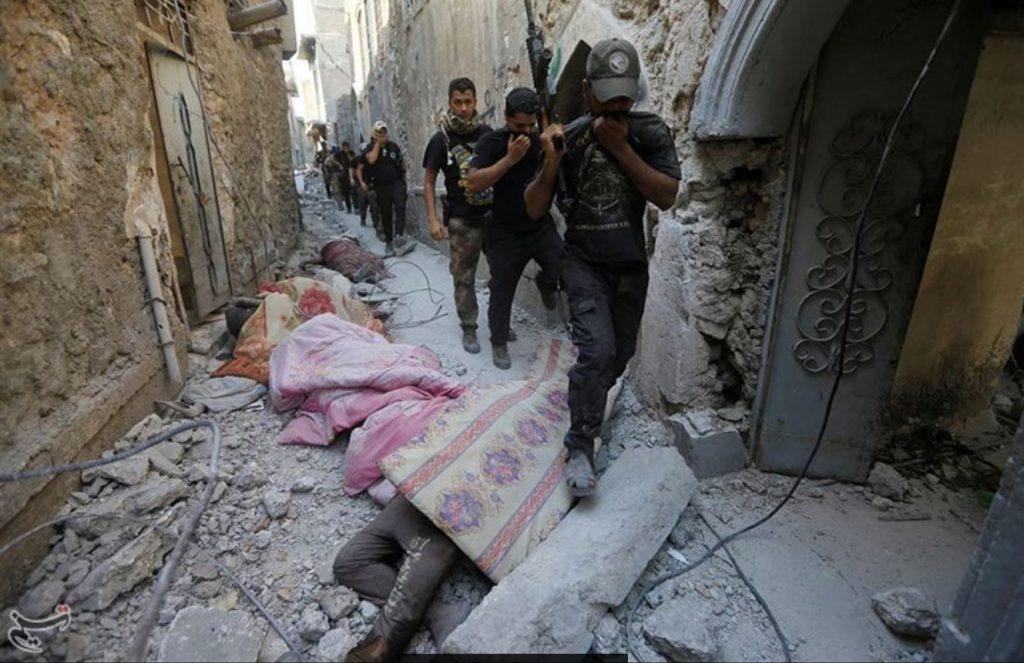 """""""Войната срещу терора"""" оставя след себе си незнаен брой трупове. Снимка: Завземането на град Мосул от иракските сили за сигурност. Източник: Wikimedia Commons"""
