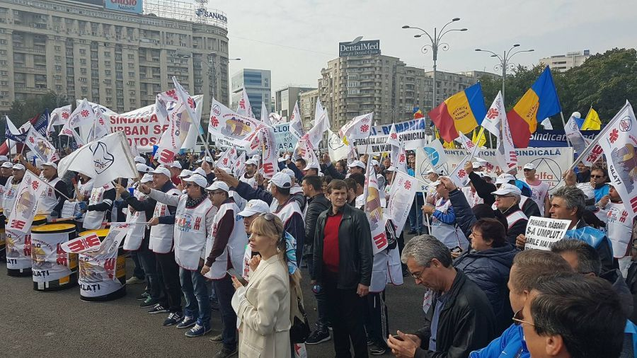 Protest against the transfer of contributions towards employeees took placein Bucharestin the beginning of October 2017  (photo: Vladimir Mitev)V