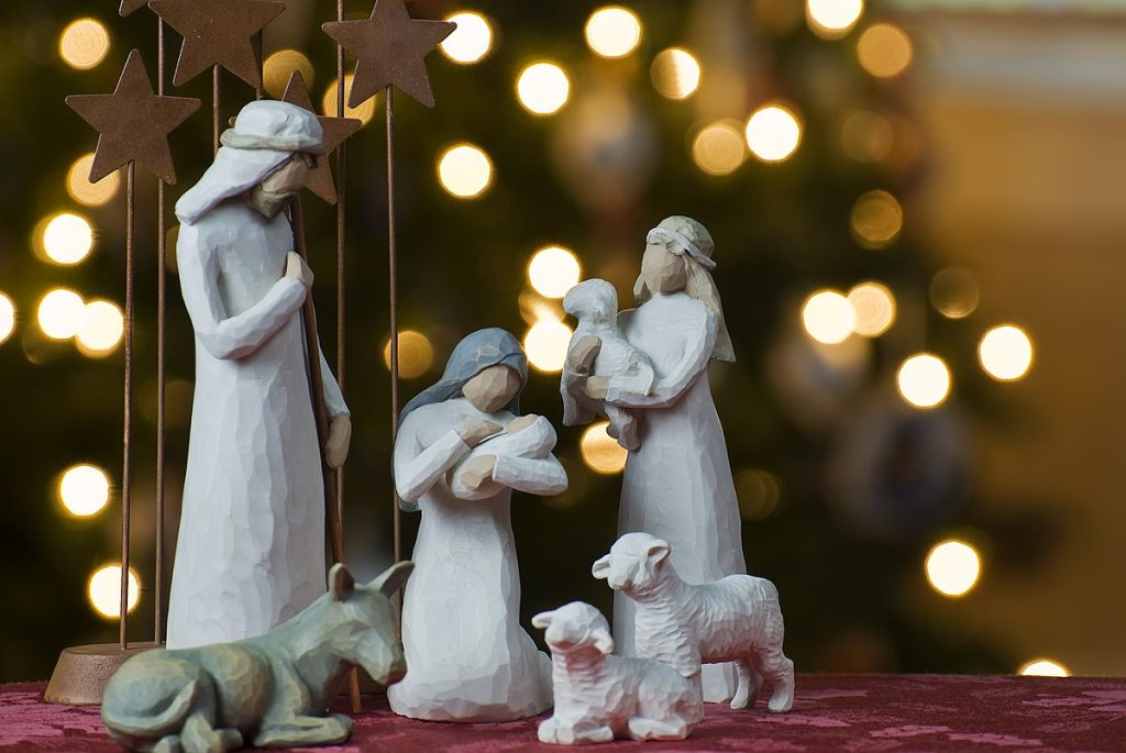 1200px-Nativity_tree2011