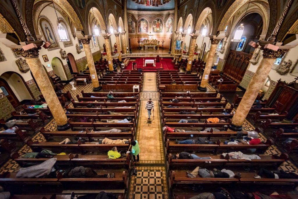 Някои църкви в Сан Франциско приютяват бездомници през уикендите. Снимка: Guardian