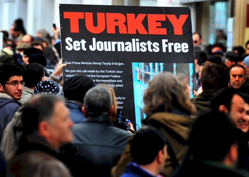 Репресиите след неуспешния военен преврат изведоха Турция на първо място по брой на арестуваните журналисти. Снимка: http://anccanada.org