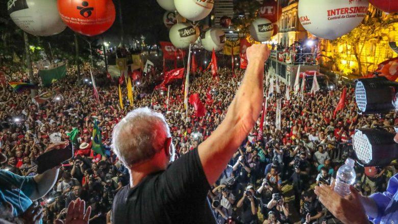 Около 50 000 души се събраха на 24 януари вечерта в центъра на Сао Пауло, за да подкрепят Лула. Снимка: pt.org.bg