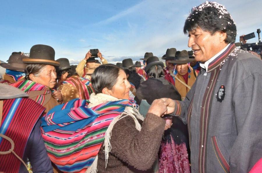Ево Моралес продължава да е горещо обичан от индианското население в Боливия. Снимка: CubaSi