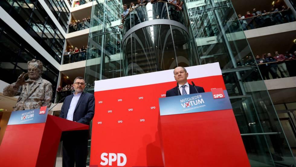 Така бяха оповестени резултатите от вътрешното гласуване в ГСДП в партийната й централа. Снимка: EFE