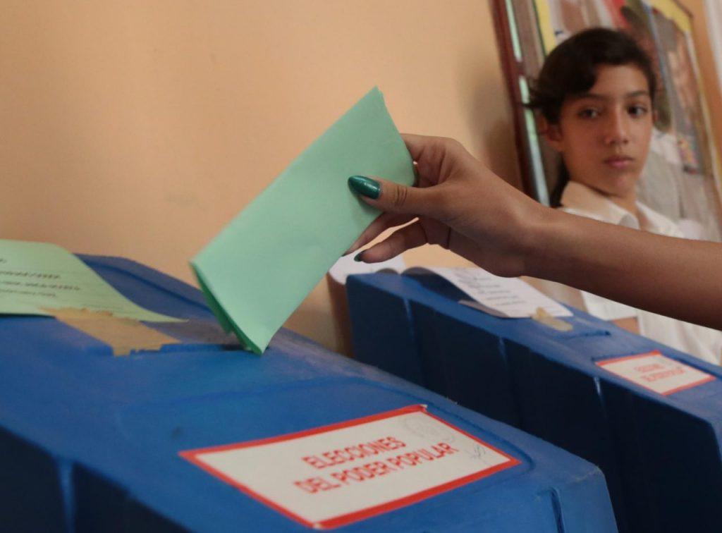 С пряк и таен вот на 11 март кубинците избраха депутатите в 650-членното Национално събрание. Снимка: Resumen Latinoamericano