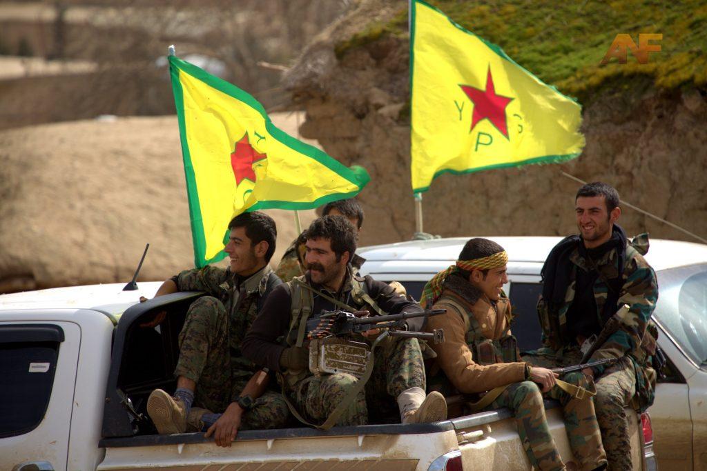 Бойци от кюрдските отряди YPG, Снимка: https://komnews.org