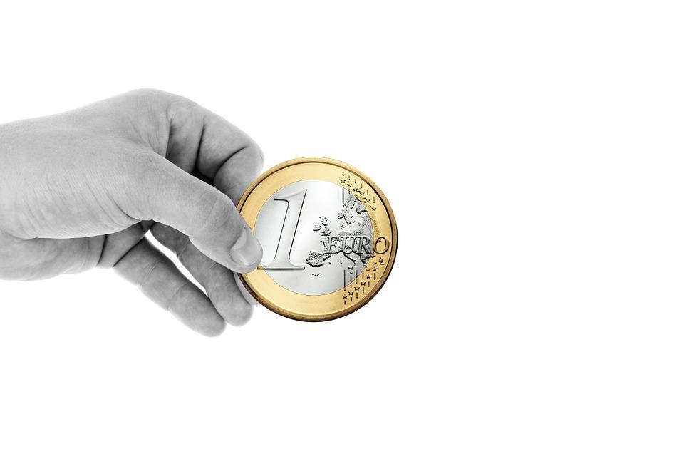 Невидимата ръка дава по 1 евро на всеки 12 минути труд в България и на всеки 2 мин. и 36 сек. в ЕС. Снимка: Pixabay