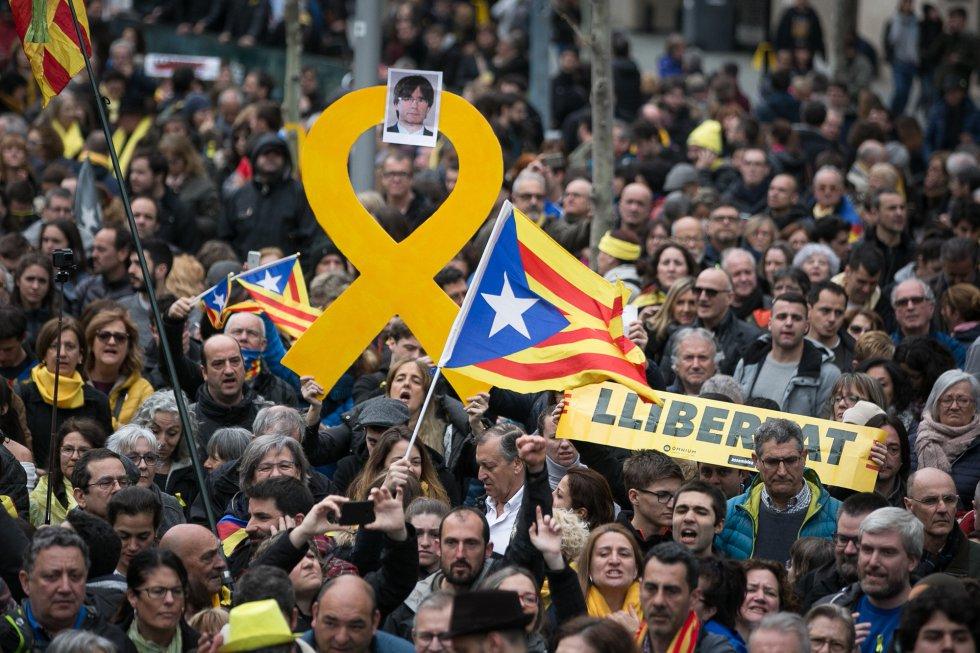 Още вечерта на 25 март, след като бе съобщено за ареста на Пучдемон в Германия, улиците на Барселона се изпълниха с многохилядна протестна демонстрация. Снимка: Periodico Trabajadores