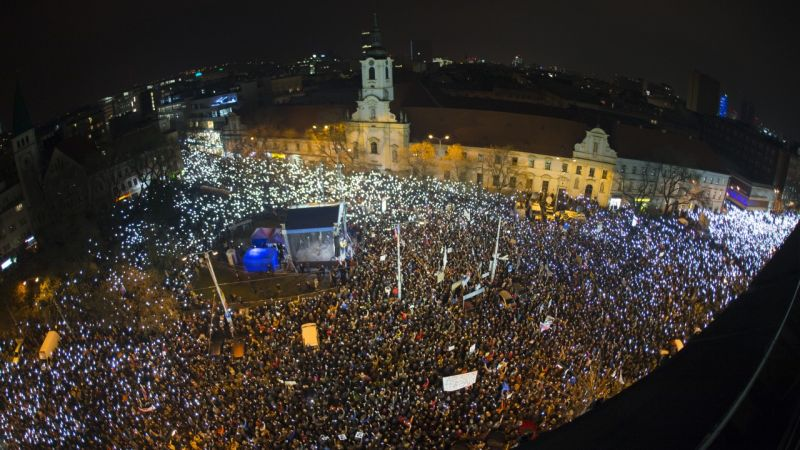 50-хилядна демонстрация с искане за извънредни избори заля центъра на Братислава. Снимка: aktuality.sk