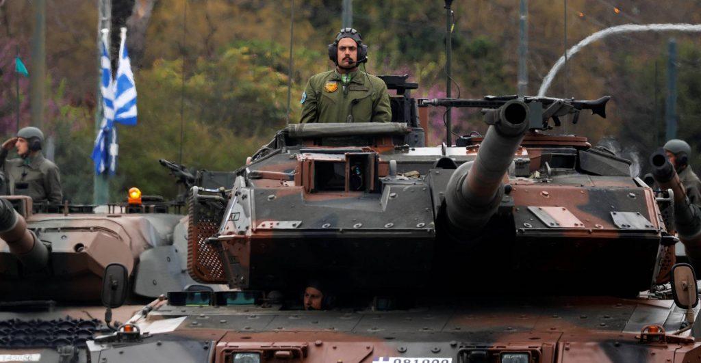 Българските магистрали, мостове и тунели дали ще издържат, примерно, на тези гръцки танкове? Снимка: El Pais