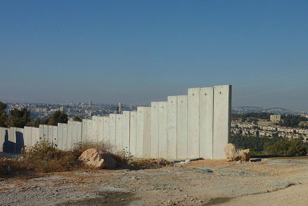 Дори най-баналните аспекти от живота на палестинците в окупираните територии зависят от прищевките на чужда армия. Снимка: Wikimedia Commons