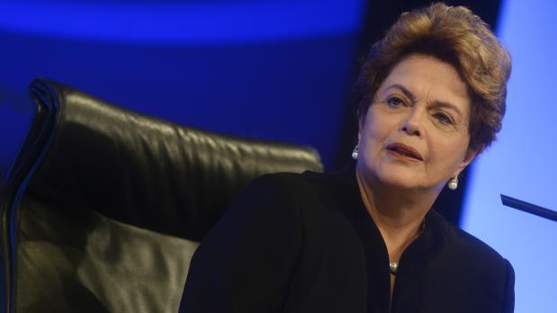 """Дилма Русеф по време на лекцията си в """"Дома на Америка"""" в Мадрид по водо ситуацията в Бразилия. Снимка: El Pais"""