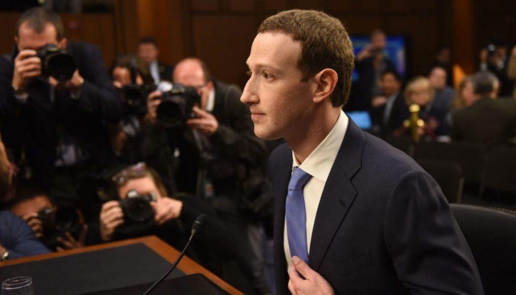 Заради скандала с Cambridge Analytica изпълнителният директор на Facebook Марк Зукърбърг бе привикан да свидетелства пред Конгреса на САЩ. Снимка: CNN