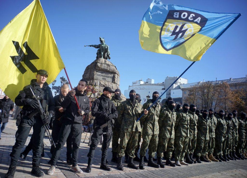 Официално Азов не трябва да получава американска военна помощ, но на практика вероятно доставяните на Киев оръжия ще стигнат и до неонацистката организация