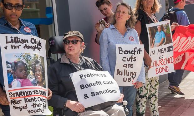 Протест срещу орязването на социални програми в Лондон. Снимка:  Alamy
