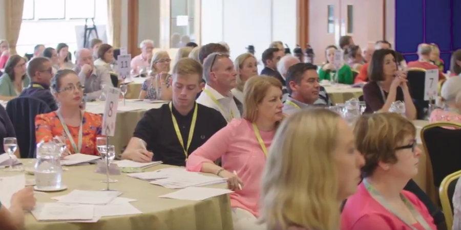 По време на заседание на гражданското събрание в Дъблин (снимка: YouTube, Patrick Chalmers)