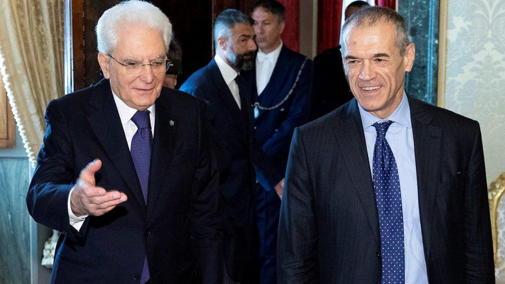 Президентът Серджо Матарела (вляво)и кандидатът му за служебен премиер Карло Котарели. Снимка: Giornale di Sicilia